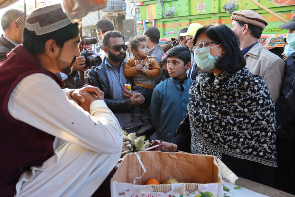Dr. Sania Nishtar speaks to hawkers
